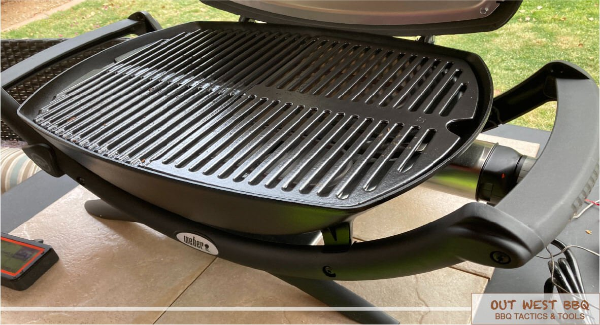 Weber Q 2400 placed on outdoor table 1